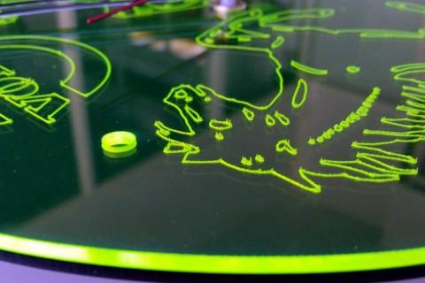 Χάραξη σε ειδικού τύπου πράσινο Plexiglass